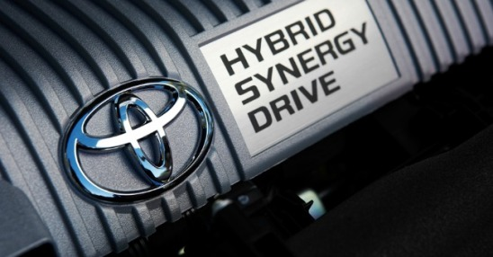 15i0j-toyota-prius-features-superior-hybrid-synergy-drive-technology-940x529